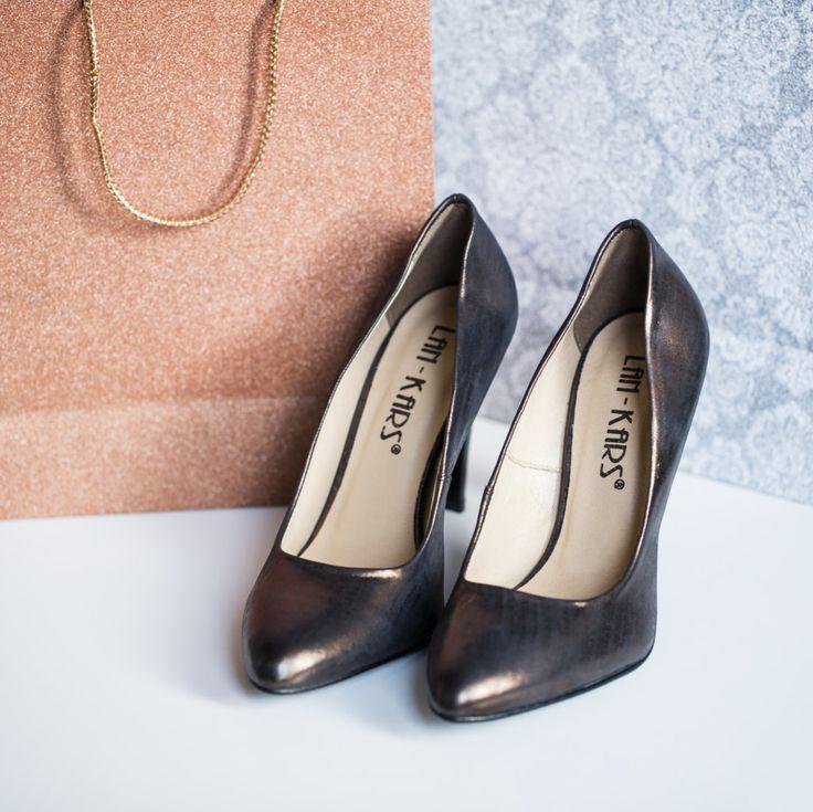 Klasyczny model w metalicznej odsłonie.  #shoes #lankars #stilettos #highheels #woman #feminine #sexy #elegant #classic #metalic #shiny #bags #gifts #party