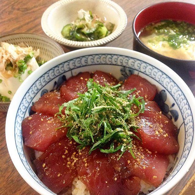 グロ 鮪 丼 on Instagram 絶品 鮪ヅケ丼ランチ Seasoned tuna bowl 横須賀の友から「ダンナがマグロ