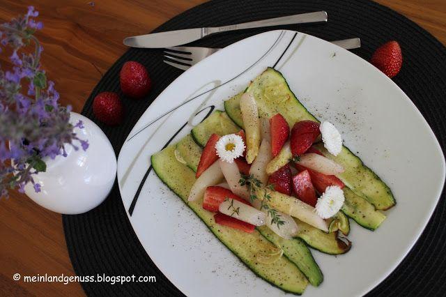mein Land und Gartengenuss: Erdbeer-Spargelsalat auf Zucchinicarpaccio