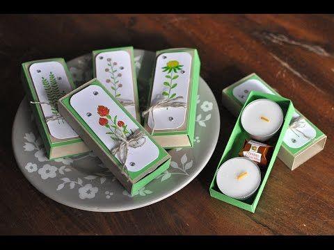 Hier bastel ich mit Dir eine kleine Matchbox, in der zwei Teelichte und eine kleine Praline Platz finden. Alle benötigten Materialien kannst Du ganz einfach ...