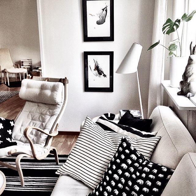 Hemma igen efter en helg på landet. #hemma#myhome#interiordesign#interiör#nordiskehjem#scandinaviandesign#fåtölj#Pernilla69#brunomathsson#kuddar#svenskttenn#afroart#svart#vitt#grått#vardagsrum#livingroom#