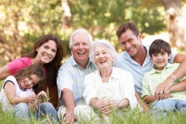 Οι περισσότεροι άνθρωποι αγαπούν, εκτιμούν και σέβονται τους γονείς τους. Το πρόβλημα είναι ότι αυτή η αγάπη, όσο τα χρόνια περνούν, θεωρείται δεδομένη. Οι ενήλικες μπορούν να γίνουν πολύ σκληροί με τους γονείς τους, χωρίς καν να το αντιλαμβάνονται. Όσο οι γονείς μας μεγαλώνουν, οι φυσικές τους ανάγκες αλλάζουν, αλλά η ανάγκη τους για αγάπη …