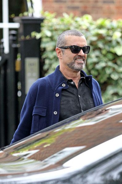 George Michael Photos Photos - George Michael is all smiles as he leaves his home to head to Antwerpen, Belgium, his next stop on his Symphonica world tour. The 48-year-old singer who announced his split from longtime partner Kenny Goss at the start of his tour a month ago was still wearing his wedding ring that him and Goss wore as a symbol of their commitment to each other. - George Michael in Belgium
