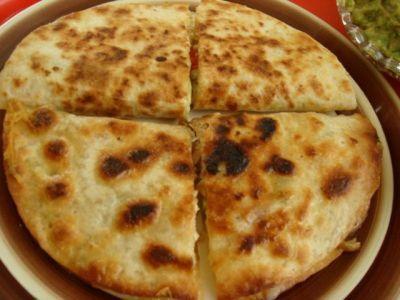 Кесадия (Quesadilla) Базовый рецепт   2 ч пшеничной муки (480 мл)  Пол ч л соли  3 столовые ложки топлёного свиного сала (45 мл)  2/3 чашки воды (160 мл)
