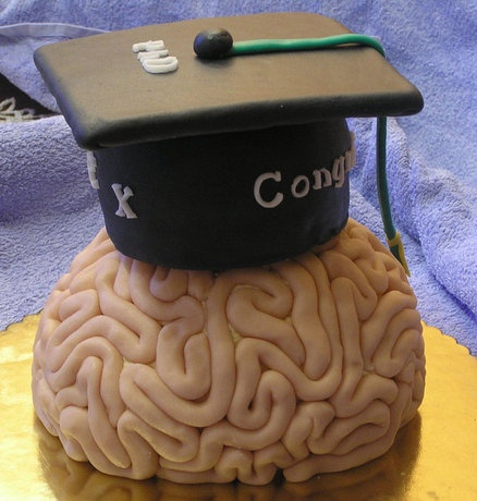 graduation Brain  Cake -- I'm kinda thinking this one's perfect. :) Pin if you like the idea! ;)  #brain #braincake #baking