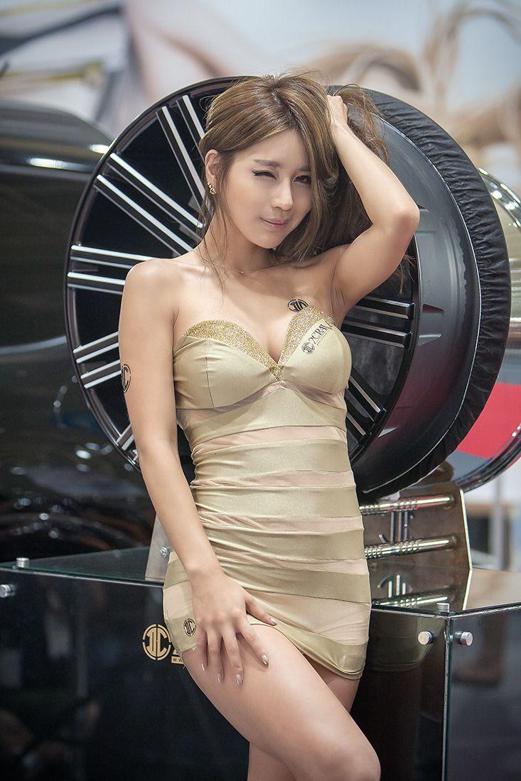 Parks Car Asian Woman 71