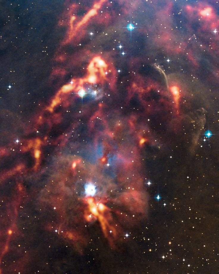 Nieuwe APEX-opname van kosmische stofwolken in Orion  woensdag 23 januari 2013.  Een nieuwe opname van het Atacama Pathfinder Experiment (APEX) in Chili geeft een schitterend beeld van kosmische stofwolken in het sterrenbeeld Orion. Terwijl deze dichte interstellaire wolken op zichtbare golflengten donker en allesverhullend lijken, kan de LABOCA-camera van de APEX-telescoop de warmtegloed van het stof detecteren en de schuilplaatsen van sterren-in-wording zichtbaar maken.