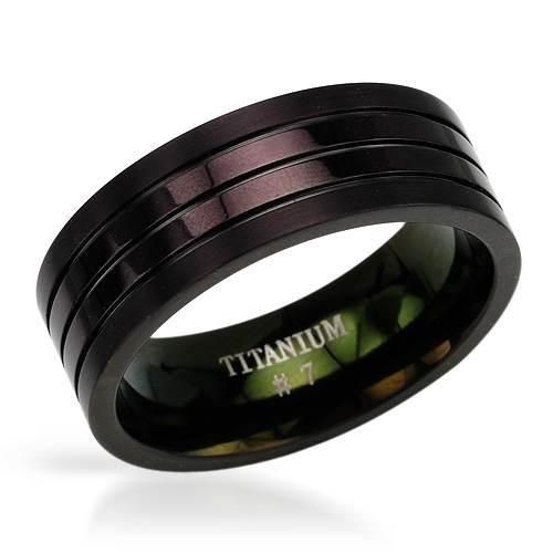 Dazzling gentlemens band ring made of titanium. Total item weight 3.0g. Size 8.