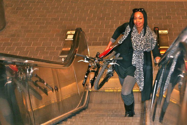 Велосипед Montague легко перевозить в метро.