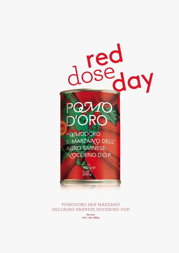 Red dose day.   Pomodori San Marzano dell'Agro Sarnese-Nocerino DOP. Il pomodoro più buono, Italien. San Marzano Tomaten DOP, ganz & geschält.  Die San Marzano gilt als beste Dosentomate Italiens. Ihre feste Konsistenz und der fruchtige Geschmack stehen deshalb unter dem Schutz eines Consorzio. Die Produzenten, die diesem Consorzio angehören, dürfen auf ihren Dosen das DOP-Siegel nutzen. In dieser hübschen Dose steckt ein beglaubigtes Original vom Fuße des Vesuv.
