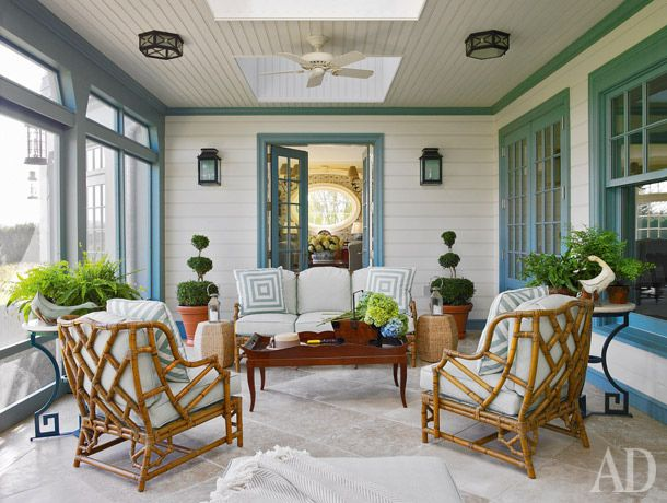 Из зимнего сада (онже— маленькая гостиная) можно пройти прямо в столовую. Баратта поставил здесь кресла с бамбуковым…