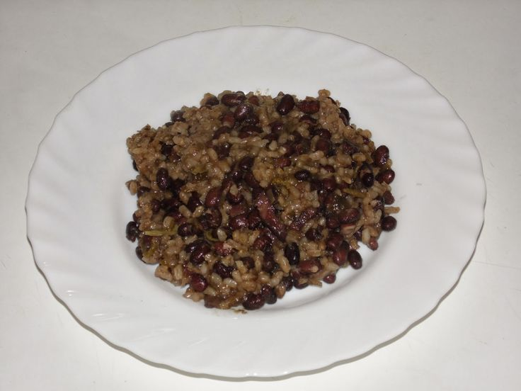 Kuchnia Hiszpańska i Latynoamerykańska: Moros y Cristianos - czarna fasola z ryżem