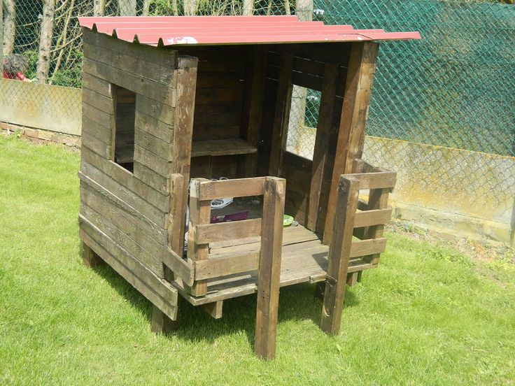 Transformer des palette de bois en maisonnette pour les - Cabane de jardin en palette ...