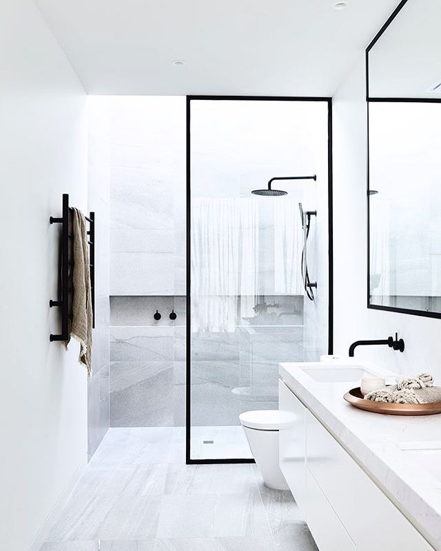 Black & White, Simple lines- what's not to love?! Gorgeous! #interiors #bathroomenvy :Cannoy