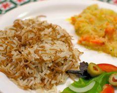 Arroz Sírio Ingredientes: 2 xícaras (chá) de arroz 3 colheres cheias (sopa) de manteiga 1 xícara rasa (chá) de macarrãozinho tipo...