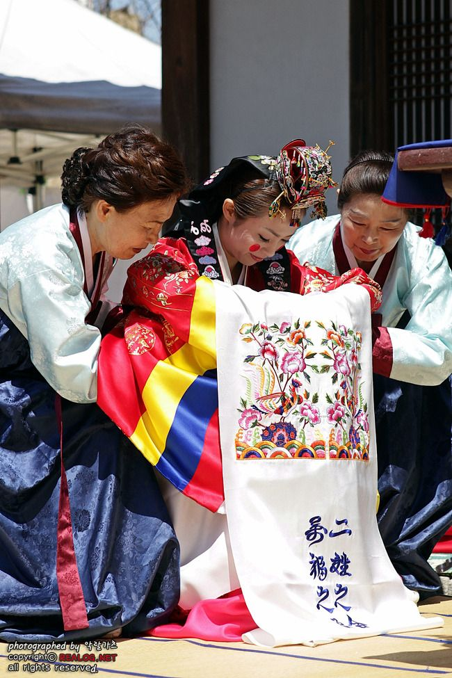 Korean traditional wedding - bow
