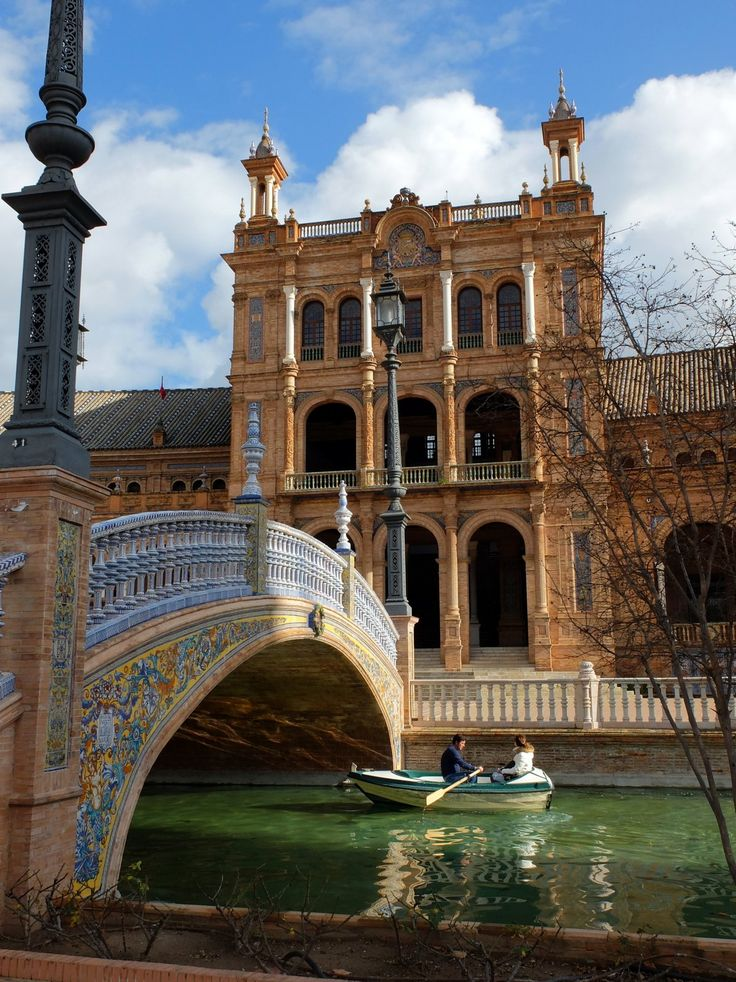 Canal et pont de la Plaza de España (Séville / Andalousie / Espagne)