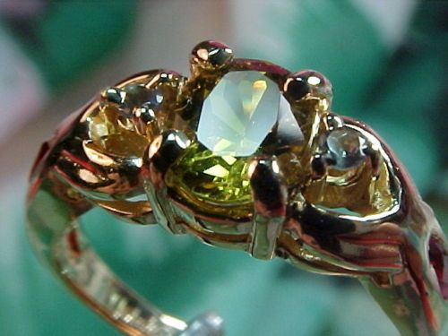 Interesting. Solitaire-1-07ct-VVS-Clean-Natural-Rare-ALEXANDRITE-amp-Marquise-RUBY-14kt-Ring
