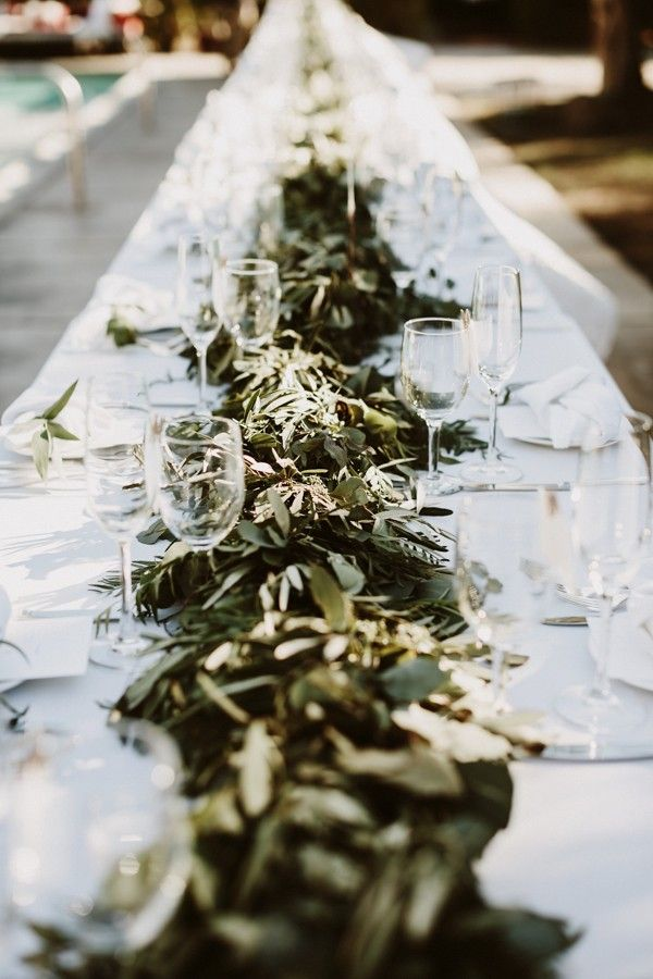 Leafy table decor for a natural charm | Image by Lauren Scotti Photography