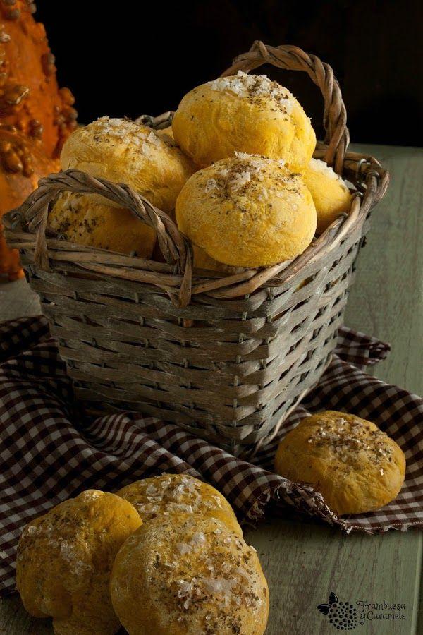 No solo uses la calabaza para preparar bizcochos, tartas y cremas. ¡Puedes emplearla también para elaborar panecillos! Te cuentan cómo desde el blog FRAMBUESA Y CARAMELO.