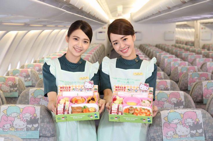 """Hôtesses d'EVA Air sur un avion """"Hello Kitty"""""""