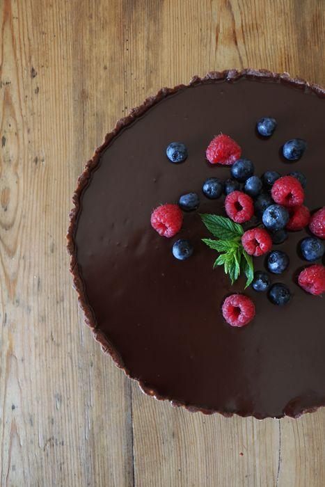 Französische Schokoladentarte mit Sommerbeeren