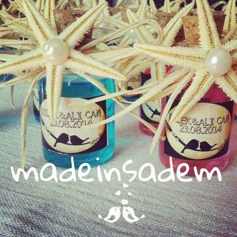 Düğün hediyesi olarak renkli kolonya şişeleri