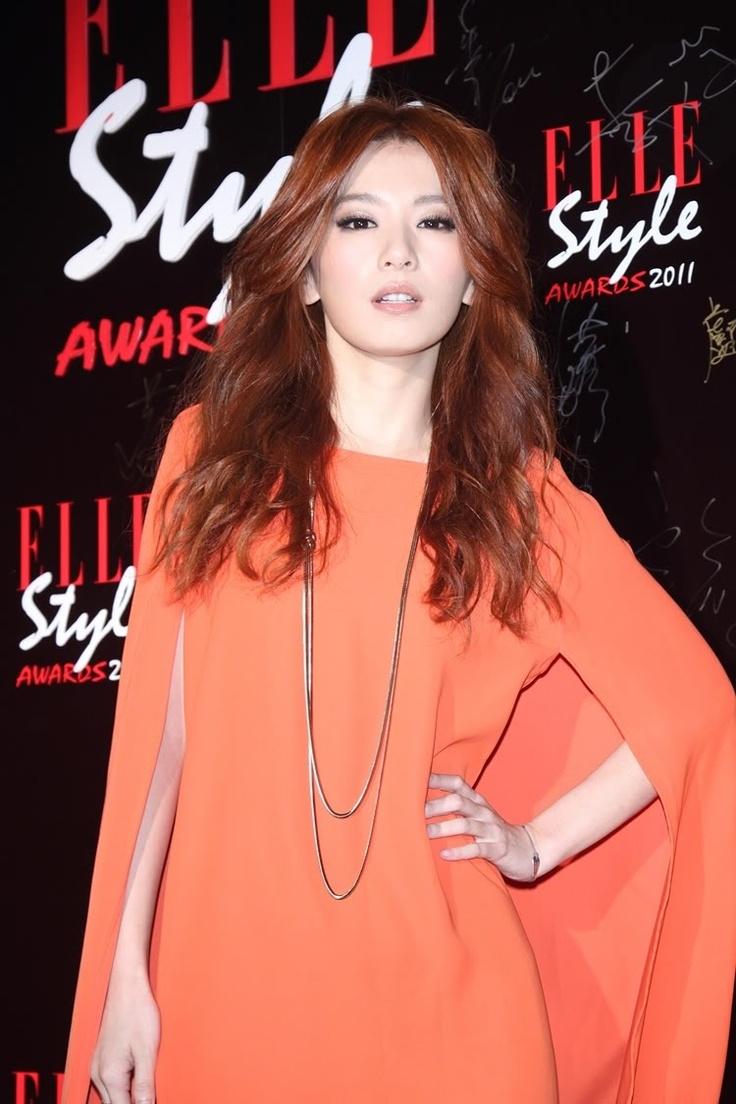 [2011-11-10] Elle's award ceremony - The most stylish female singer Hebe (750×1125)