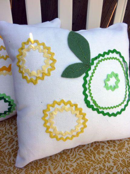 summer pillows: Crafts Ideas, Flower Pillow, Flowers Pillows, Pillows Ideas Doesnt