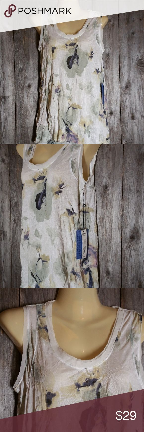 Simply Vera Wang Tank Top Blouse White Floral NWT Vera Wang Womens Tank Top Blouse XS White Floral Chiffon Trim Puckered Crinkled New with tags Polyester  Approx bust 35 and 27-28 from shoulder to hem  (T14) Simply Vera Vera Wang Tops Tank Tops