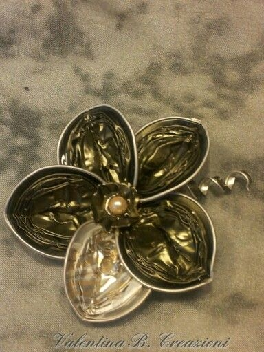 Nespresso Flower by Valentina B. Creazioni. Use it as a brooch or a pendant