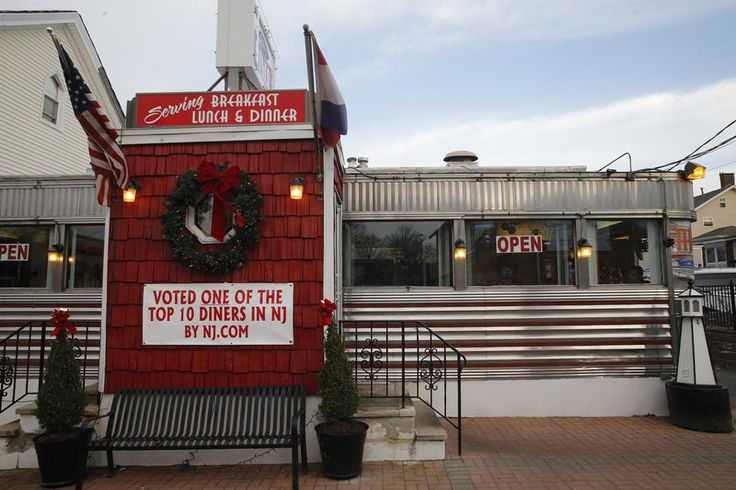 The Munchmobile crew visited the Broad Street Diner in Keyport, a finalist in our N.J's best diner competition.