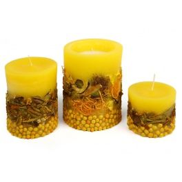 Paraffin candle with embedded decorative elements (pot-pourri). Made by Neo-Spiro.