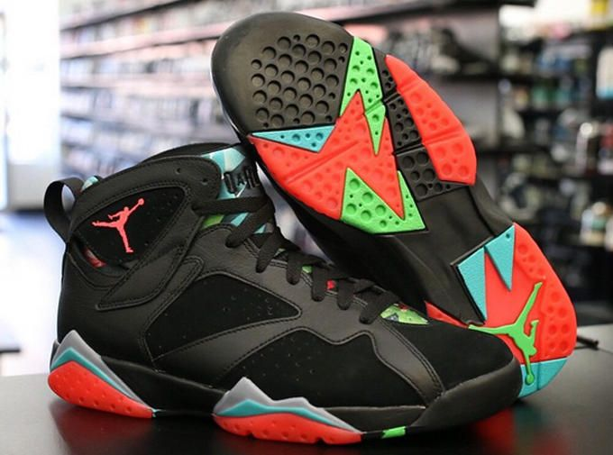 "Air Jordan VII ""Marvin the Martian"" Closer Look 