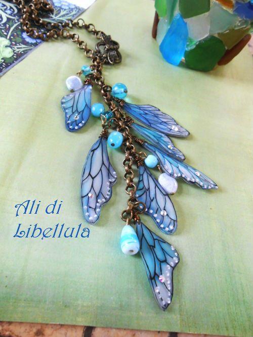 Ancora shrink plastic, per una collana realizzata su richiesta: con la plastica, colorata e decorata a mano, ho realizzato le ali, abbellit...