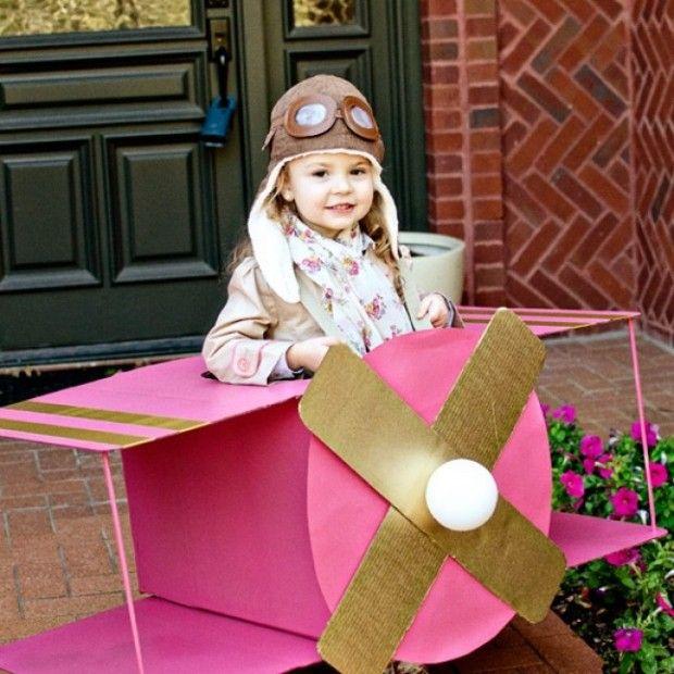 DIY-Faschingskostüme für Kinder-Segelflugzeug aus Karton