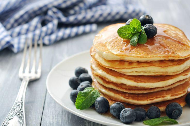 Wist je dat je lekkere pannenkoeken kunt bakken van kokosmeel? Kijken, kijken, kijken en vooral ook kwijlen: check mijn lekkere kokos pancakes.