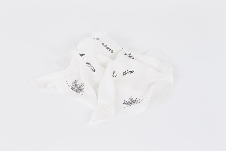 A few pieces become family fragments held together by this handkerchief set printed in mother favorite language and split between the 4 of them: la soeur, le frère, la mère, le père.