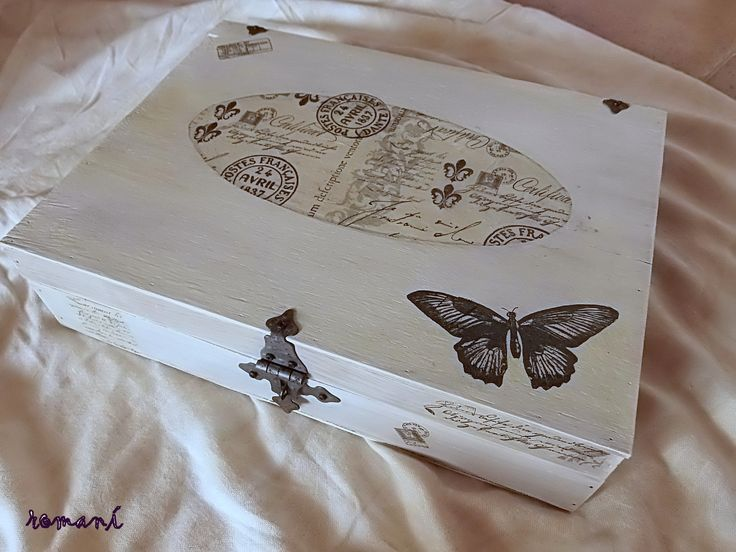 vieja caja de madera pintada y decorada