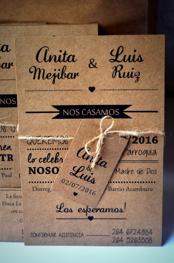 Invitación Papel Madera 10x15, con hilo de yute e iniciales  #Invitaciones #Casamiento #Bodas #Diseñografico #Papeleria #WeddingPlanner #Organizaciondeeventos #Wedding #Desing #Invitacionesdeboda #PapelMadera #Papelkraft #rustico #vintage