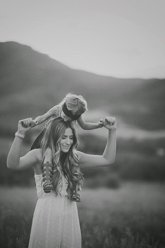 beautiful summer session Mother and daughter picture by shailynn photography