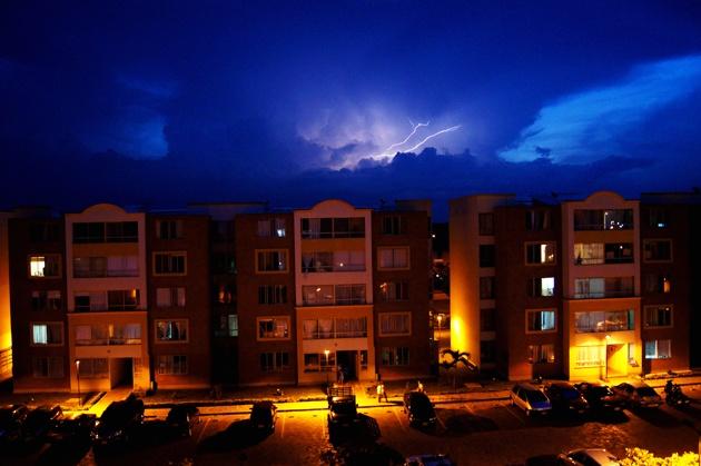 Tormenta eléctrica en Cali. (06/03/2012)