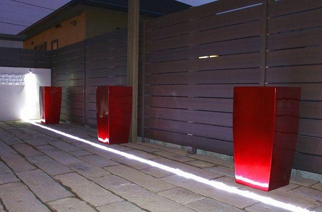 光の効果で空間をさらに広く!1人でも大人数でも楽しめるテラスガーデン。 #lightingmeister #pinterest #gardenlighting #outdoorlighting #exterior #garden #light #house #home #terrace #cafe #relaxation #relax #happy #enjoy #lightness #terracegarden #party #テラス #ガーデン #テラスガーデン #パーティー #カフェ #くつろぎ #やすらぎ #楽しい #リラックス #光の効果 Instagram https://instagram.com/lightingmeister/ Facebook https://www.facebook.com/LightingMeister