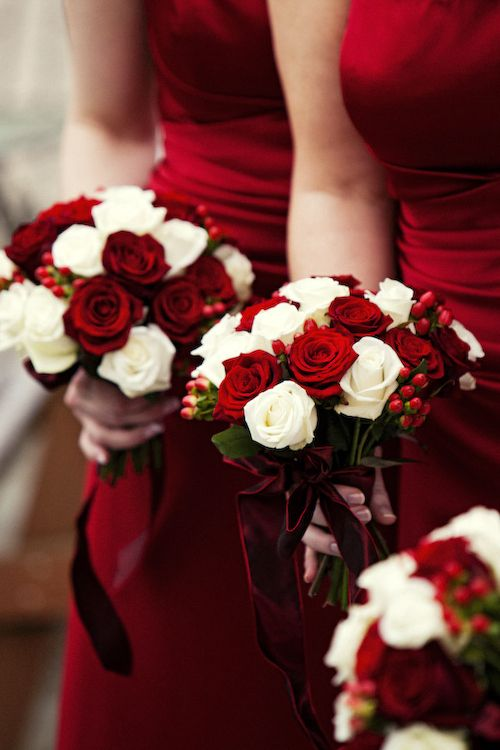 -Festive Red + White Bridesmaid Wedding Bouquets.<3