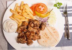 Na het succes van mijn zelfgemaakte kebab kruidenmix ging ik aan de slag met mijn favoriete afhaalgerecht: kip kebab schotel. Daar kan ik grenzeloos van smu