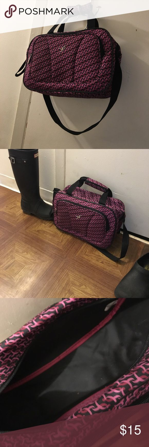 Susan G Komen Carry on Bag new Use it as a gym bag! Carry on bag Trunk bag susan g komen Bags Travel Bags