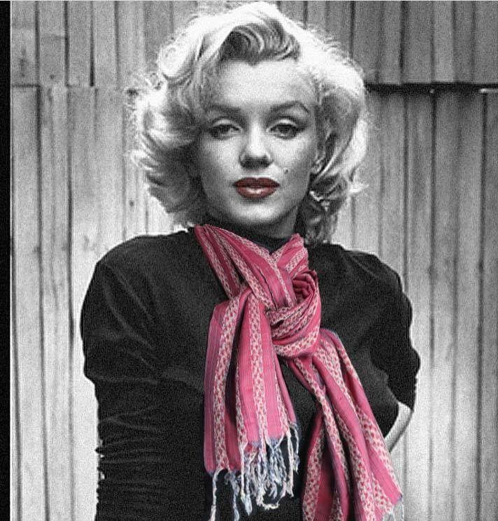 Who's that girl wearing a Jennifer's Hamam limited edition exclusive silk scarf????  ;o) #jennifershamam #silk #Turkey #Istanbul #design #weaver #weaving #Marylinmonroe #designer #scarf