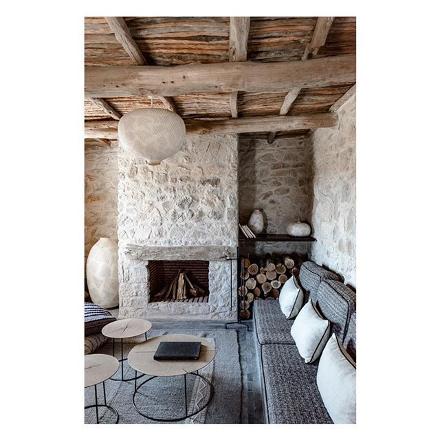 When vernacular meets comfort at Maison des Arganiers... #darahlam #routedusud #thierryteyssier #studioko #behindthedoor #explore #travelblogger #virtuosotravel #f1stravel #traveladvisor #igersmorroco #southmorroco #minimalism #archilovers #vernacular #maisondesarganiers