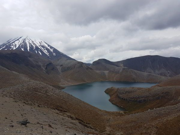 When you can't do the Tongariro Alpine Crossing due to bad weather, try a hike to the Lower and Upper Tama Lakes. This is the Upper Tama Lake in Tongariro National Park in New Zealand. On the left you see Mount Doom!