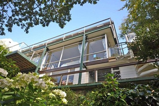 On the market: 1960s Michael Newberry-designed modernist property in Falmouth, Cornwall on http://www.wowhaus.co.uk